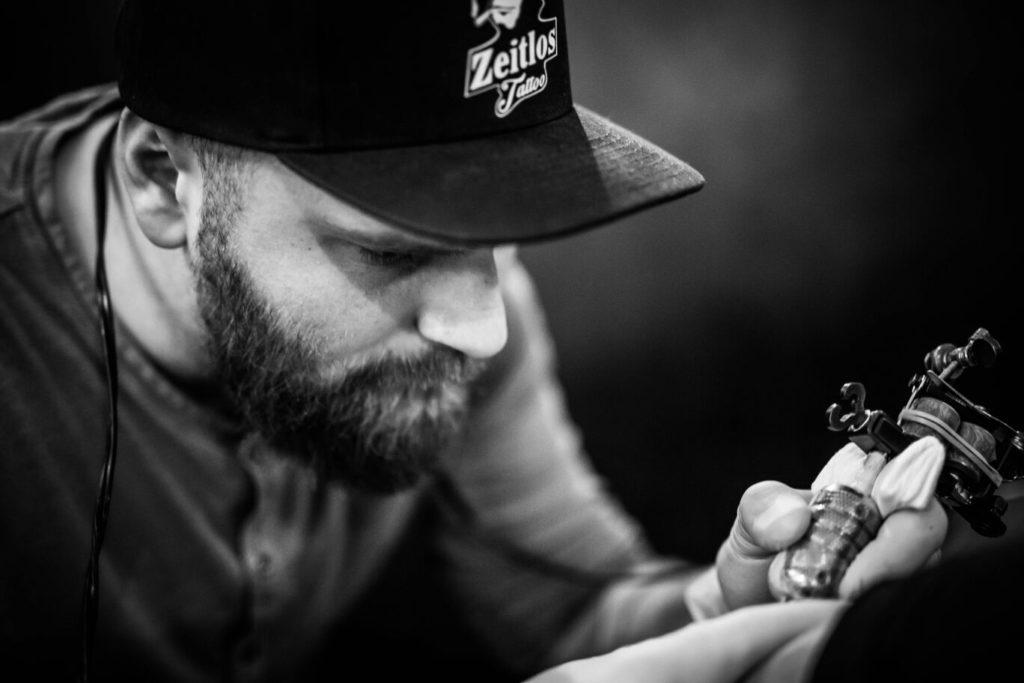 Artist Emin - Gründer und Besitzer von Zeitlos Tattoo